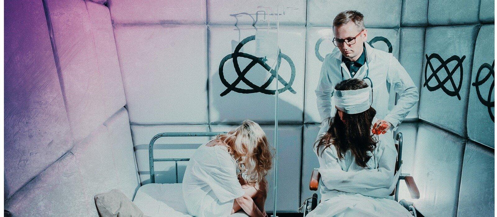 сумасшедшая пациентка картинка стала